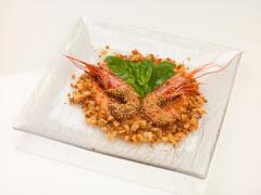 Gamberoni al sesamo su letto di mollica - ricetta di Paolo Pedrinelli