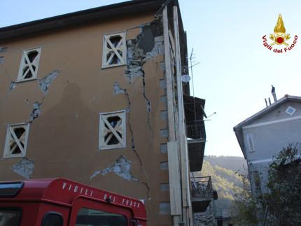 Edifici lesionati e crolli nelle Marche dopo la scossa di terremoto del 30 ottobre 2016