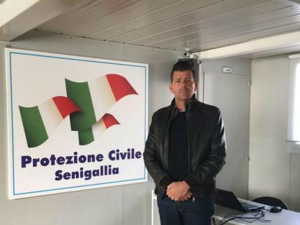 Maurizio Mangialardi nella sede del COC di Senigallia