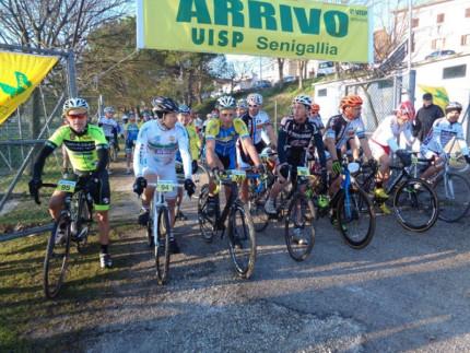 La prova di ciclocross promossa dalla Uisp Cannella presso l'area verde alla Cannella di Senigallia
