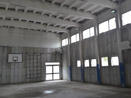 La palestra della scuola Marchetti di Senigallia durante un sopralluogo per verificare i lavori effettuati dopo il crollo del controsoffitto