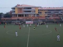 Un momento del match allo stadio Bianchelli di Senigallia tra la Vigor (maglia bianca) e la Belvederese (rossoverde)