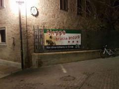 Lo striscione pro Siria appeso a palazzetto Baviera, a Senigallia