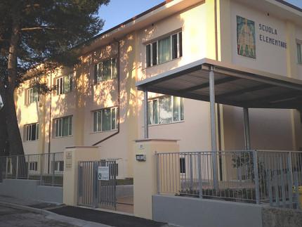 La scuola primaria di Senigallia intitolata a Mario Puccini in via Giacomo Puccini