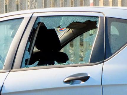 Furti nelle auto parcheggiate, automobili, ladri, furto, vetri rotti