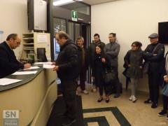 La consegna delle firme raccolte con la petizione relativa a ponte II Giugno
