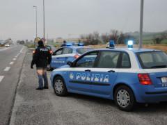 Controlli della Polizia lungo la strada statale Adriatica 16