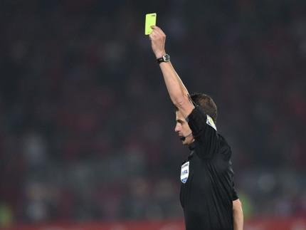 Cartellini, cartellino giallo, arbitri, fischietti, calcio, ammonizione
