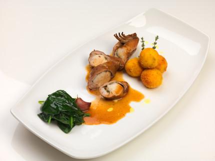 Sella di coniglio al vino cotto, con spinaci croccanti e pon pon ai funghi - ricetta di Giancarlo Rossi