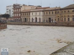 Il fiume Misa pieno di acqua e fango dopo alcune ore di pioggia
