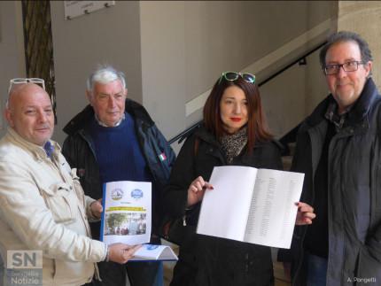 Petizione contro i parcheggiatori abusivi