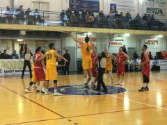 Basket, l'avvio del match tra Montegranaro e Pallacanestro Senigallia