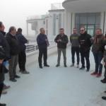 I consiglieri della II Commissione comunale riuniti sul pontile della Rotonda per parlare di detriti e rifiuti depositati sulla spiaggia di Senigallia