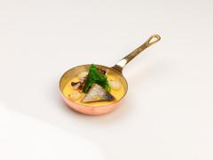 Polenta con erbe di campo, bocconcini di seppia e 'mugella' della Baia di Portonovo - ricetta di Simone Baleani
