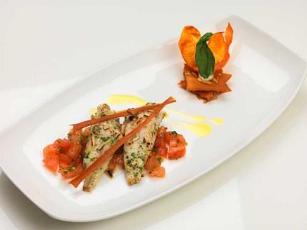 Filetto di gallinella arrostito alle mandorle con concassè di pomodoro al basilico - ricetta di Roberto Mantoni