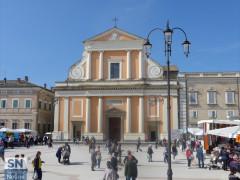 La chiesa del duomo, la cattedrale di Senigallia in piazza Garibaldi