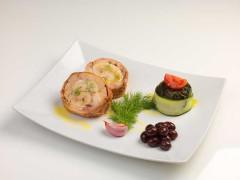 Rollee' di veloce di cortile in porchetta con erbe strascinate olive strinate e olio d'oliva raggia alla salamora - ricetta di Antonio Ciotola