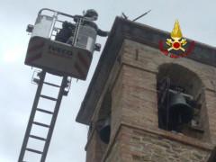 Rimossa la croce pericolante sulla chiesa S. Michele Arcangelo, in località Magnadorsa di Arcevia