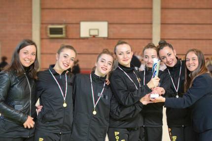 La squadra silver della Polisportiva Senigallia che ci è classificata prima ai 5 nastri alle prove regionali Uisp di Ascoli Piceno