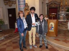 L'omaggio di Corinaldo a Michele Scarponi: da sx Raffaela Fratini, Matteo Principi e Lucia Pelinga