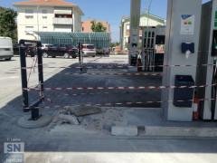 La scena del furto al distributore Q8 al Cesano di Senigallia