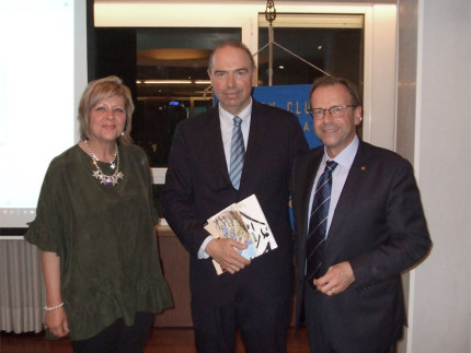 Marco Severini (al centro) ospite del Rotary Club di Senigallia