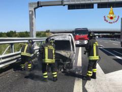 Auto a fuoco, incendio sull'autostrada A14 tra Senigallia e Marotta