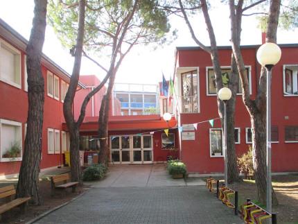 La scuola Leopardi in via Marche a Senigallia