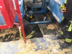Ostra Vetere: incendio in un'azienda che lavora il legno