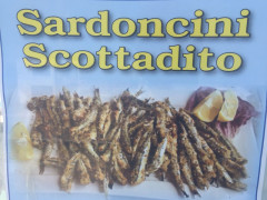 Sardoncini scottadito offerti dagli Amici del Molo
