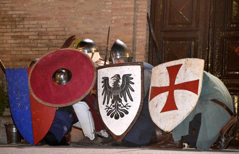 Lo spettacolo sui combattimenti medievali alla Festa Castellana 2017 a Scapezzano di Senigallia