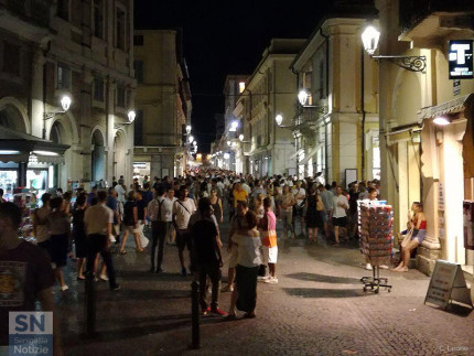 La folla in centro storico a Senigallia per il Summer Jamboree 2017