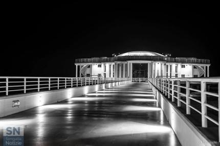 Senigallia in B/N: la Rotonda di notte - Foto di Daniele Manocchi