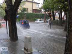 Allagamenti in strada su via Mercantini