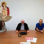 Da sinistra Chiara Michelon, don Giancarlo Giuliani e Giovanni Bomprezzi