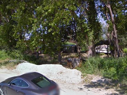 L'accampamento abusivo, la baraccopoli, sull'argine del fiume Cesano, lungo la strada della Bruciata a Senigallia