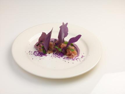 """Carpaccio di ricciola """"Violet"""" - ricetta di Marco Veglio"""