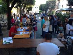 """La rassegna """"La sinistra in festa"""": il pubblico in via Carducci a Senigallia"""