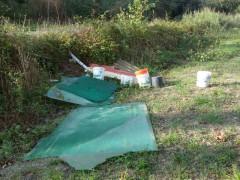 rifiuti abbandonati al pioppeto del Cesano