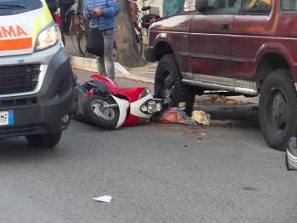 Scooter a terra dopo incidente alla Cesanella