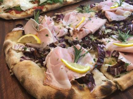 La pizza alla pala di Aculmò a Senigallia