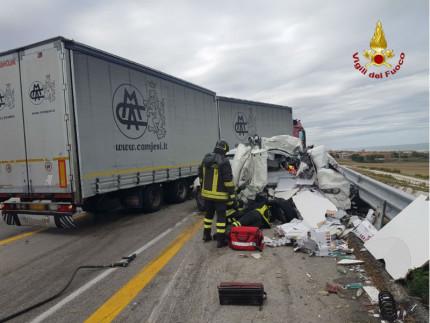 Ancona, incidente in autostrada. Un morto