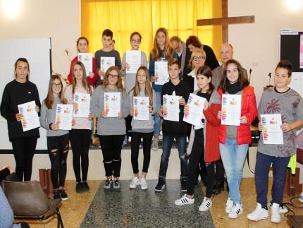 """Studenti premiati per il concorso """"Un poster per la pace"""" promosso dal Lions Club"""