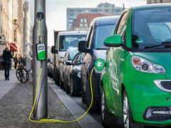 Colonnine ricarica auto elettriche su lampioni