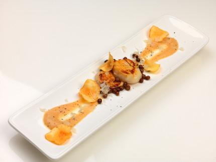 Cappasanta arrostita con crema di topinambur e roveglia - ricetta di Paolo Piaggesi