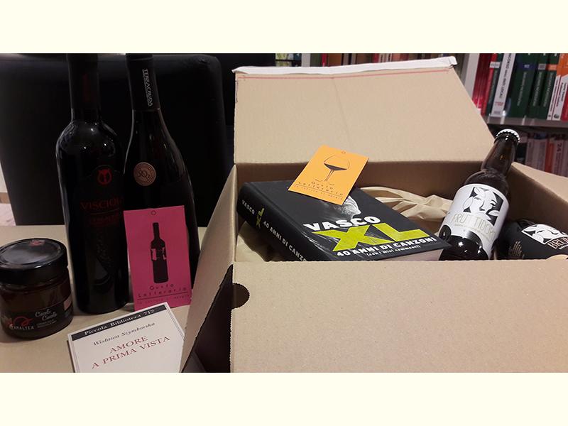 Non solo libri per i regali di Natale alla libreria Iobook di Senigallia