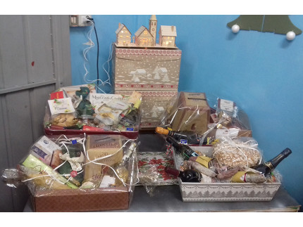 Cesti natalizi confezionati da Acquario's Bibite a Pianello di Ostra