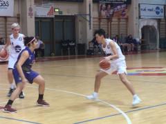 Giocatrici del Basket 2000 in azione