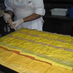 Preparazione della pasta fatta in casa al Ristorante Rosticceria Lo-Li di Senigallia