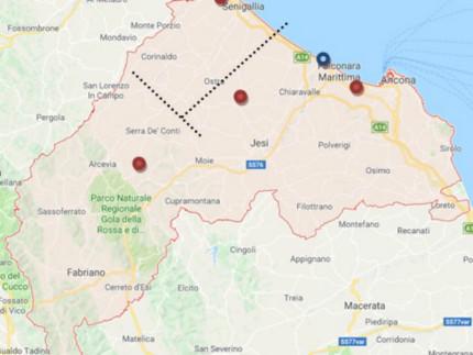 In Rosso Ospedali di rete Senigallia, Jesi e Fabriano Ospedale  di rete fuso con INRCA  zona Aspio (ancora da costruire) In Blu Azienda Ospedaliera  Regionale Umberto I a Torrette